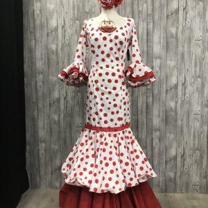 Traje de flamenca con lunares rojos