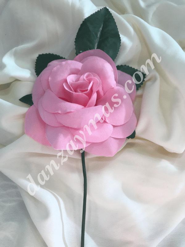Flor flamenca fabricada en tela con tallo y hoja tamaño pequeño 12cm X 12cm