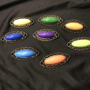 Broche flamenco ovalado en varios colores.