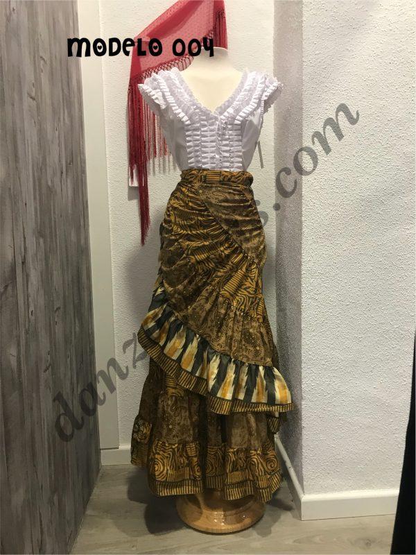 Falda Rociera tacto seda muy ligera que podrás llevarla todos tus eventos flamencos y en talla unica ya que se ata tipo pareo alrededor de tu cintura.