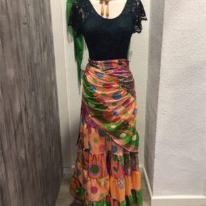 Falda camino rociera tacto seda muy ligera que podrás llevarla todos tus eventos flamencos y en talla unica ya que se ata tipo pareo alrededor de tu cintura