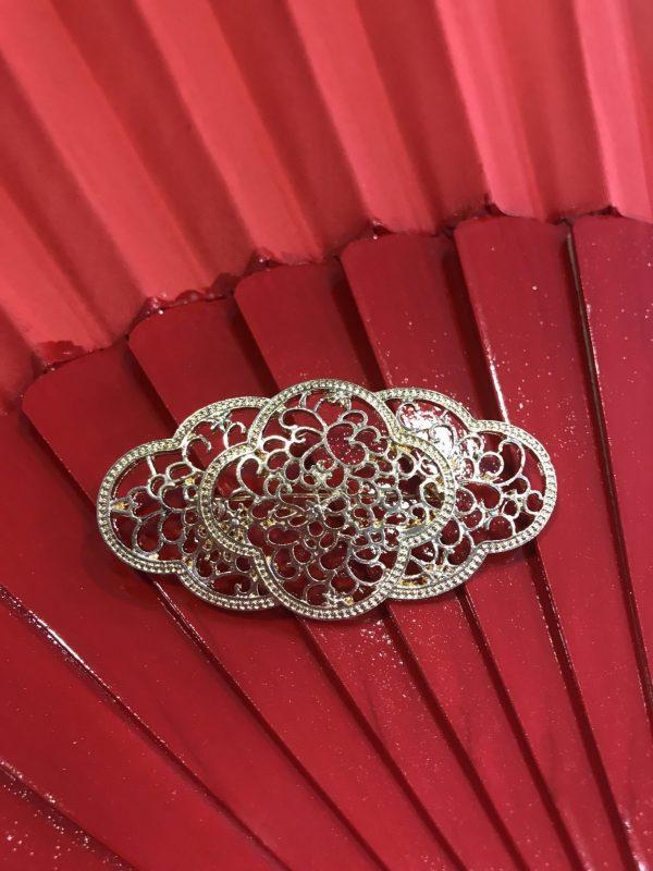 Broche de flamenca dorado.