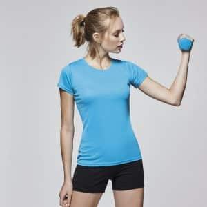 Camiseta deportiva mujer en tejido tecnico con la que podrás hacer cualquier actividad con ella y evitar cercos de sudor desagradables.