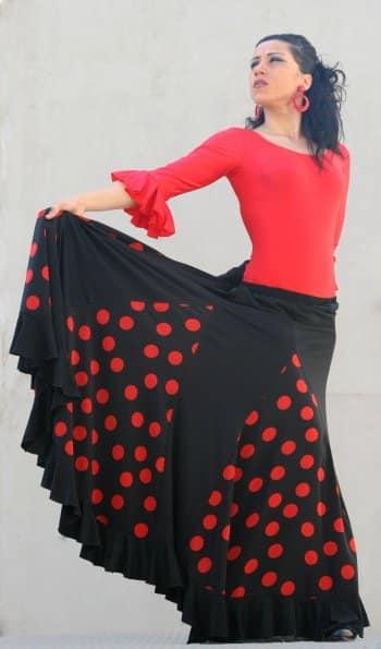 Falda flamenca confeccionada en punto y raso