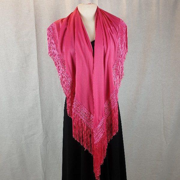 Mantoncillo pico de flamenca en colores que esta confeccionado en punto seda