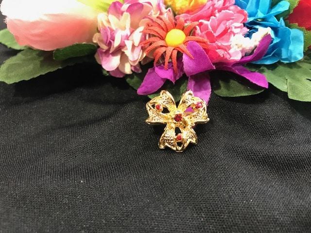 Broche traje regional de niña con forma de flor 369