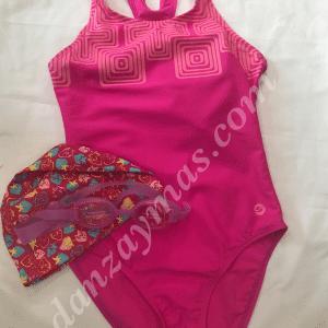 Bañador natación niña con espalda nadador y licra para un mayor confort a la hora de entrenar.