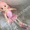 Muñeca bailarina de trapo que no podrás dejar pasar de lo adorable que es , lleva vestidito con tutu de ballet y zapatillas .