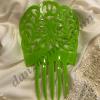 Peineta flamenca pequeña con motivos triviales y originales fabricada en acetato mas resistente y brillante que el plastico.