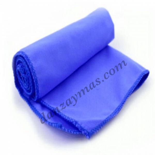 Toalla de microfibra para el gimnasio muy practica para evitar mojar el asiento mientras haces tus ejercicios en el gimnasio.