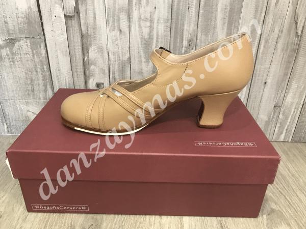 Zapatos de flamenco profesionales Calado de Begoña Cervera en color maquillaje con tacón de carrete