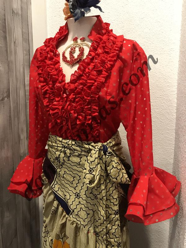 Camisa flamenca roja con pequeños lunares transparentes y garrucha en el pecho y cuello