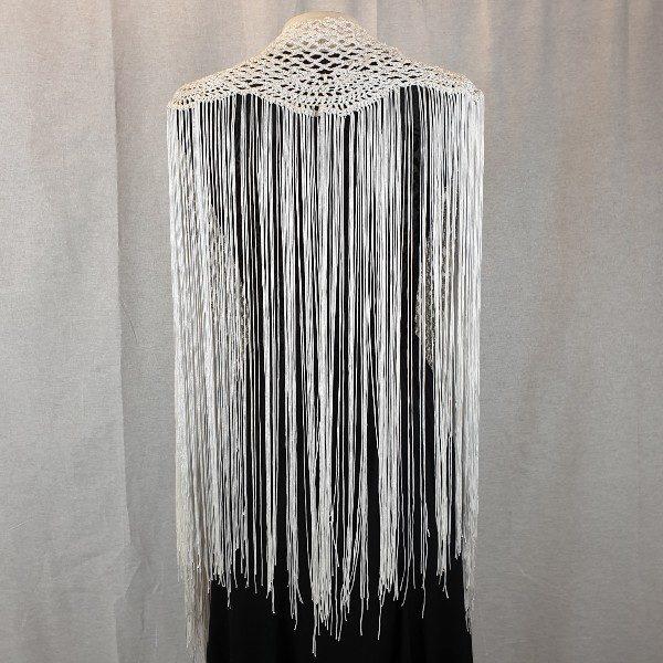 Mantoncillo de flamenca confeccionado en hilo