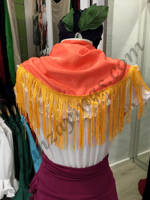Mantoncillo flamenco naranja con flecos en color yema, un color atrevido pero original para tu traje de flamenca