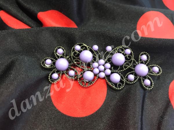 Broche flamenco mariposa fabricado en oro viejo y medias perlas de colores para combinar con tus accesorios de flamenca
