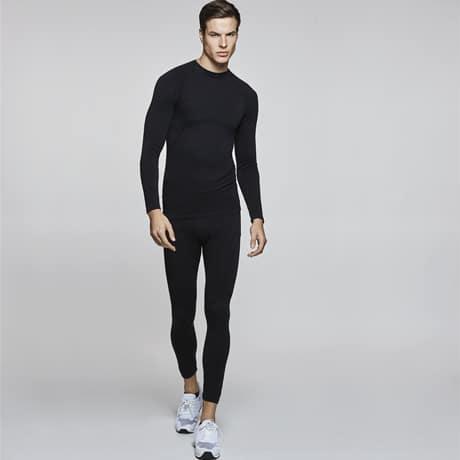 Camiseta térmica unisex de manga larga muy transpireble para hacer deporte o actividades al aire libre