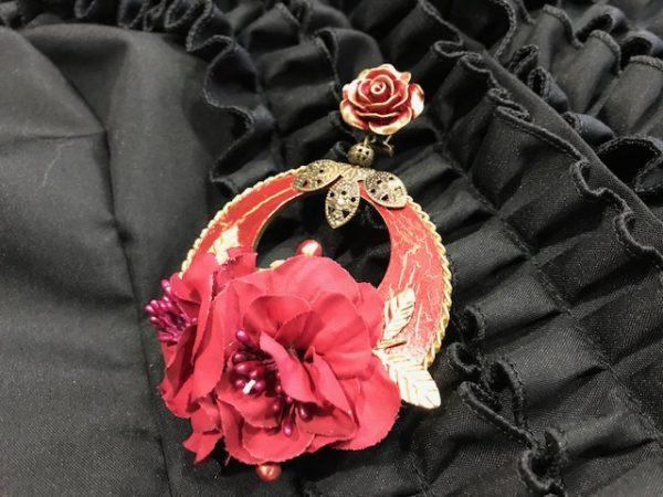 Pendientes de flamenca hechos a mano traidos de Huelva. No dejes de ver estos preciosos y únicos pendientes flamencos