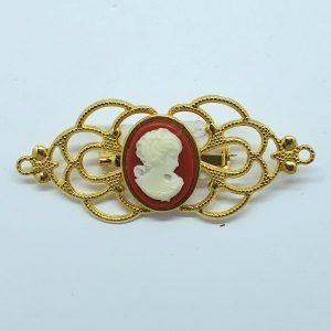 Broche con camafeo en color calabaza y dorado haciendo filigrana para trajes regionales o flamencas