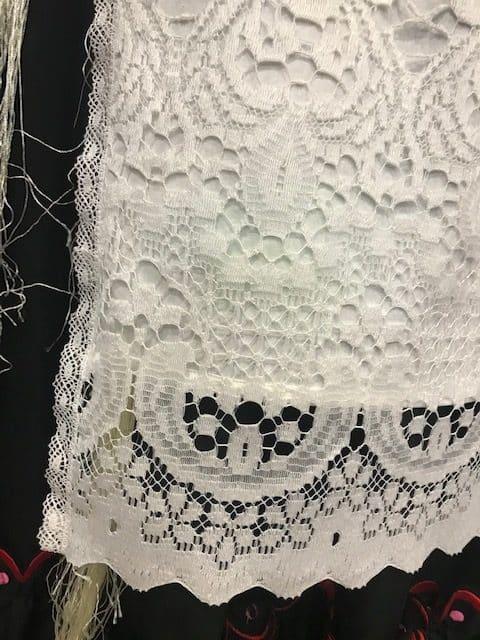 Delantal de huertana blanco confeccionado por danzaymas.com , modelos exclusivos