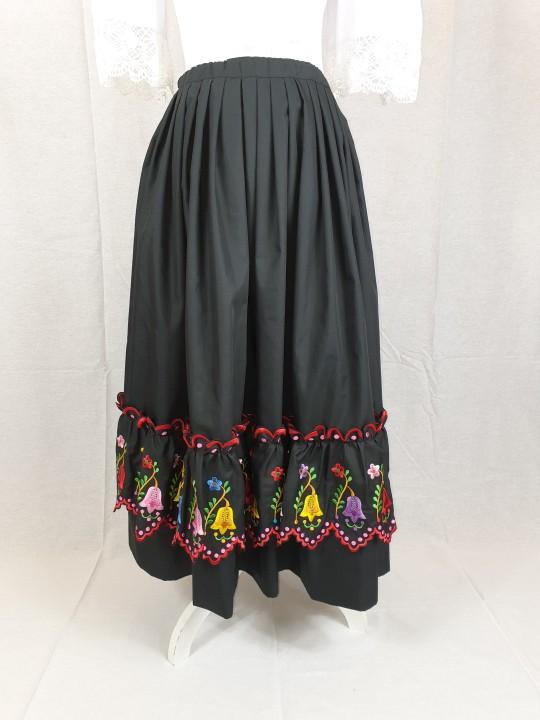 Refajo de verano negro para señora bordado a maquina con preciosas flores de colores.