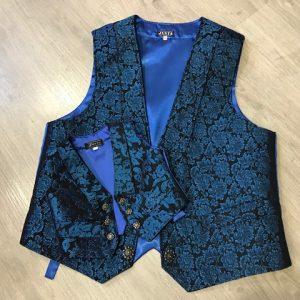 Chaleco de huertano azulón brocado con espalda de raso y cinturón para adaptarlo
