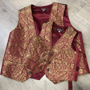 Chaleco huertano dorado/granate con precioso brocado, solapas y bolsillos con tapa