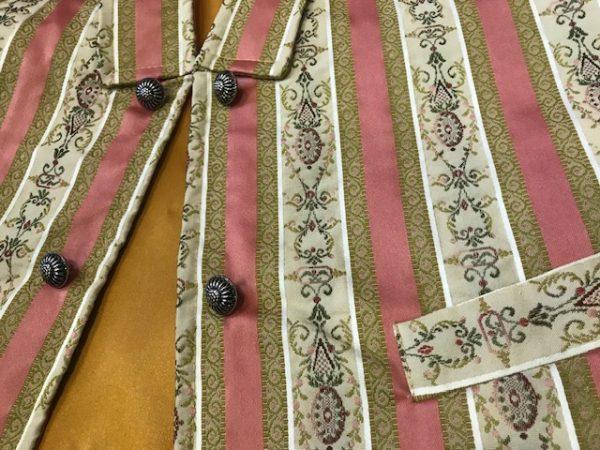 Chaleco huertano mostaza/rosa con rayas haciendo juego todos sus colores.