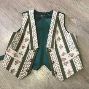 Chaleco huertano verde a rayas con un precioso diseño solapado y bolsillos delanteros