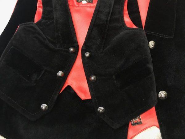 Chaleco huertano de terciopelo negro y espalda en raso rojo