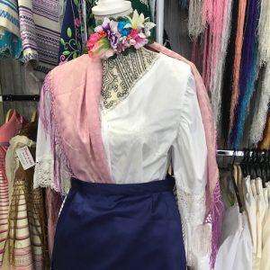 Blusa huertana para el traje regional con puntillas y pasacintas en las mangas