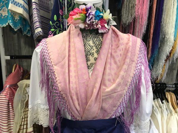Mantón Zagalica en pico para el traje regional murciano en color rosa y malva