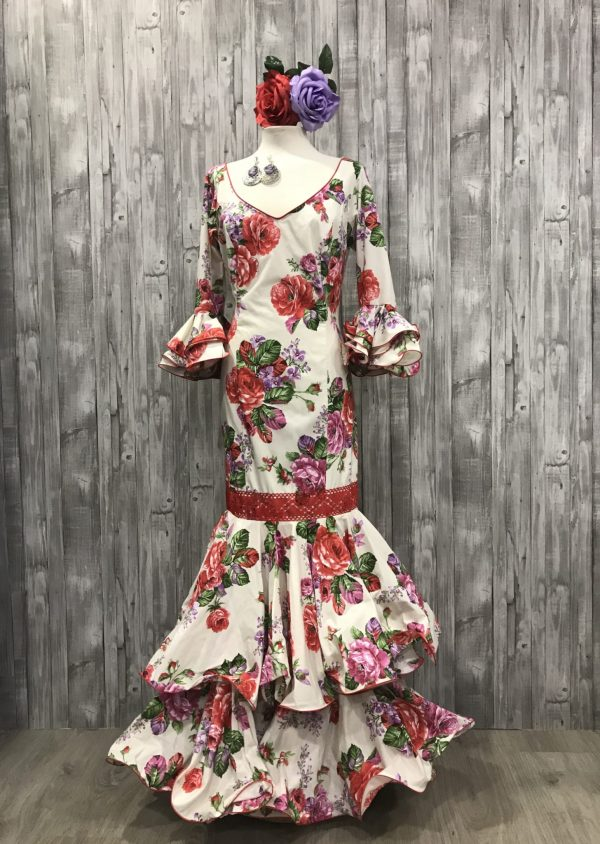 Vestido flamenca licra confeccionado con dos volantes y manga al codo