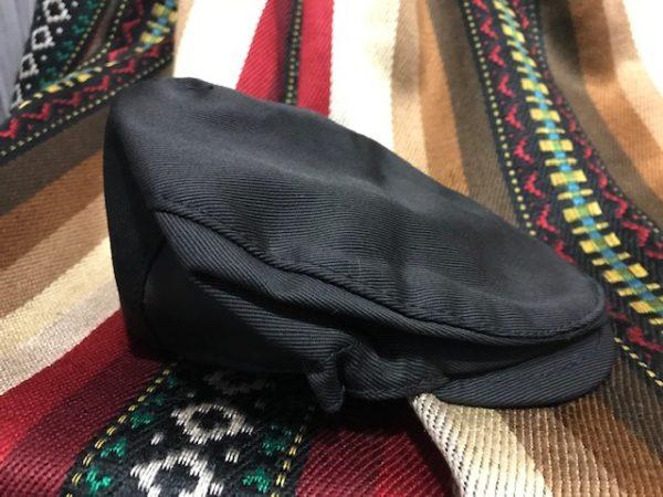 Gorra negra para viejo con la indumentaria de huertano