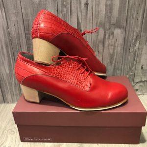Preciosos botos Begoña Cervera en color rojo combinado en dos tipos de piel, para volverse loco!!!