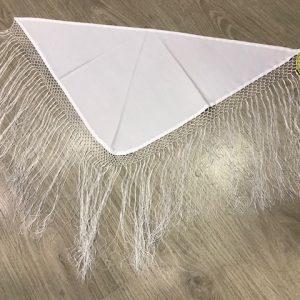 Manton pico blanco niña confeccionado en raso y flecos cosidos a mano largos