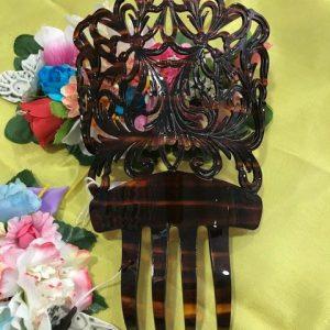 Peineta concha para el traje regional fabricada en plástico simulando el dibujo de concha