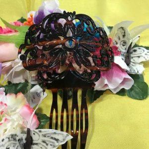 Peineta concha pequeña parael traje regional con bonitos grabados en forma de flor