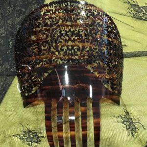 Teja de manola con filigrana en color concha plastificada