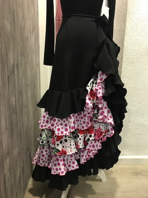 Falda español conservatorio a medida con preciosos volantes combinados entre si de lunar o flor