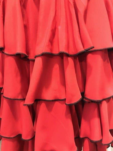 Falda bolera conservatorio de Murcia con cuatro volantes rojos