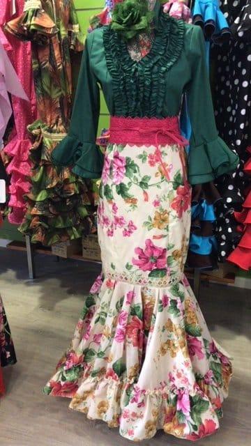 Camisa flamenca con manga al codo y con volantes en ella .Trajes de flamenca. Faldas rocieras y mucho mas por descubrir, entra en danzaymas.com