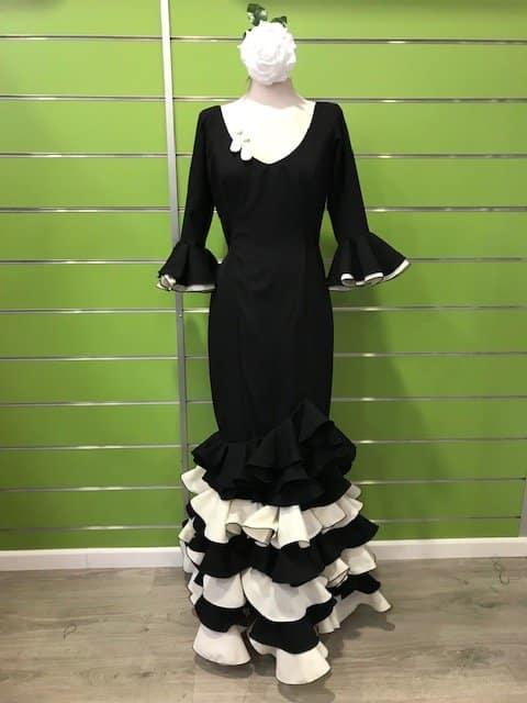 Traje de flamenca negro combinado de la talla 44 confeccionado en strech