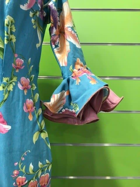 Traje flamenca flores talla 38 color azul con volantes combinados y manga al codo
