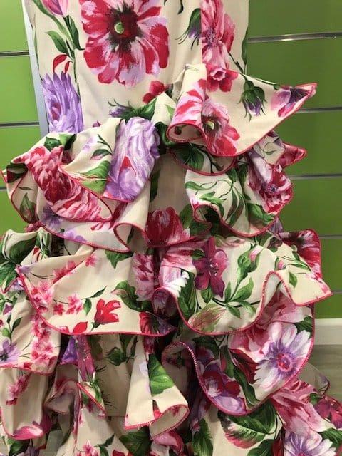 Traje de flamenca talla 36 con seis volantes en su falda y manga al codo
