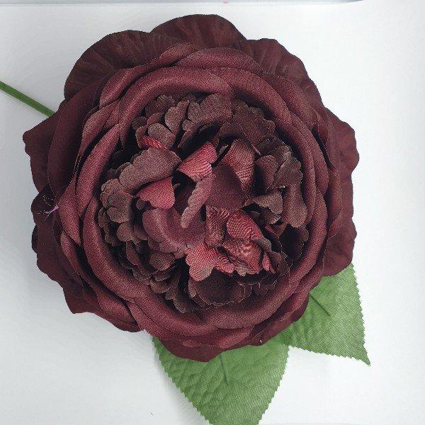 Flor grande para flamenca con tallo y dos hojas verdes
