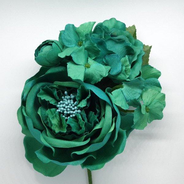 Ramillete de flores para flamenca de un mismo color para combinarlo con tus trajes de flamenca con los pendientes de flamenca o peinetas