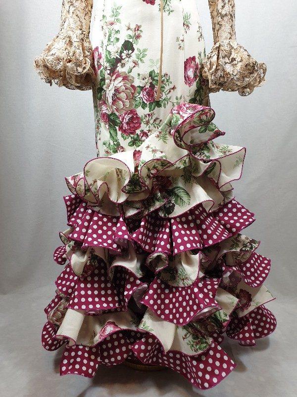 Falda flamenca con flores y volantes combinados en lunar espectacula