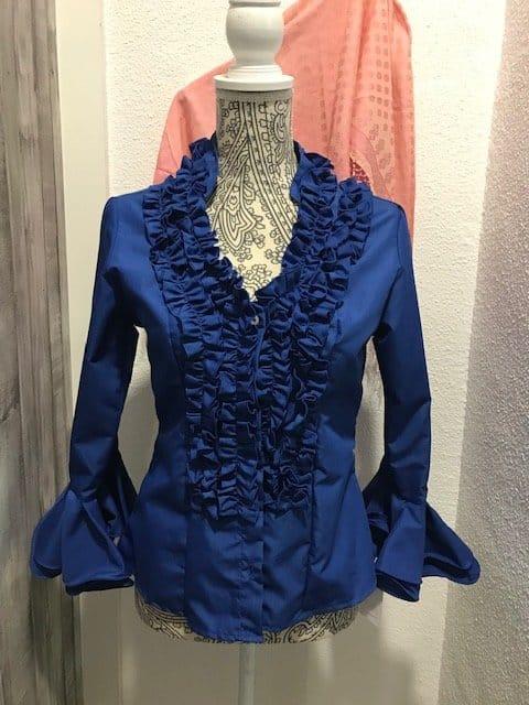 Camisa flamenca azulón con manga al codo y con volantes en ella