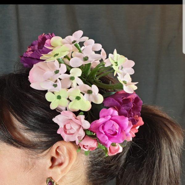 Ramillete de colores para flamenca con flores de varios tipos y tamaños en colores pastel
