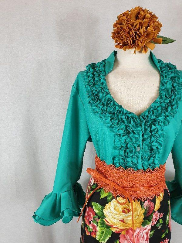 Camisa flamenca verde Andalucía con mangas al codo y garrucha en el pecho preciosa!!